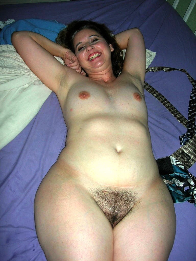 Смотреть бесплатно фото голых дам крупные бедра 84813 фотография