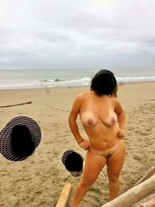 Last day at the beach! Gotta do some nude running and swimming be[f]ore it's too cold :D You like...?