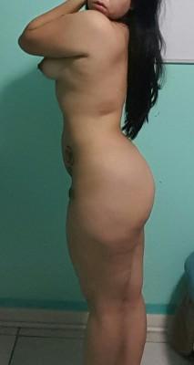 Pro(f)ile shot with side boob