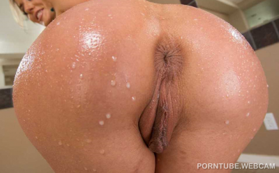 Oiled ass and Pussy close up