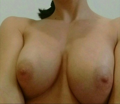 I'd like to share with you my g(f) tits. (Please