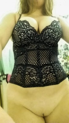 How does this corset suit my body [F]?