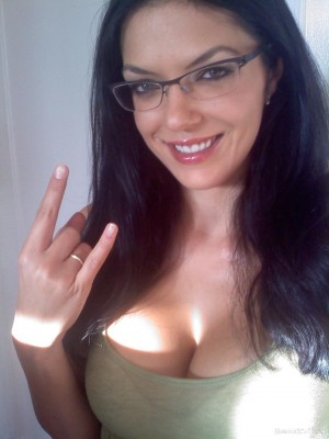 Adrianne Curry rocking those glasses