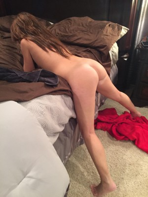 Are you thankful for MILF ass? (F)