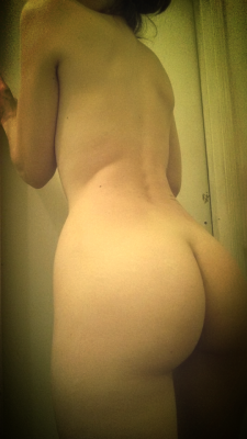 Love being naked all day [f]