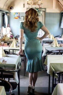 Found this 50s style (?) dress on Imgur