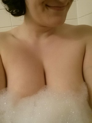 It's not turkey day where I live... how about a bubble bath post instead!