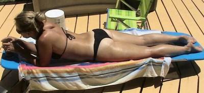 Ass in the sun [F]