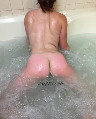 Hotel hot tub [f]un
