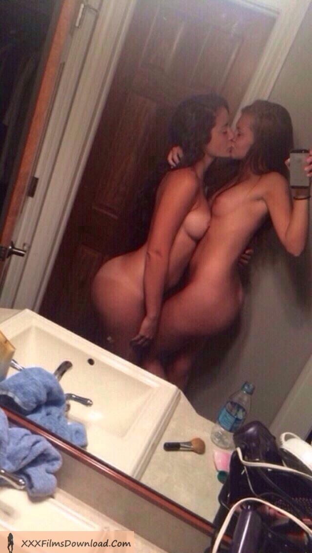 две девушки эро фото в домашних условиях