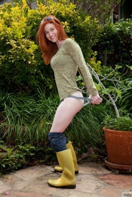 redhead pulls panties down in a garden (repost from /r/pullingdownthepanties)