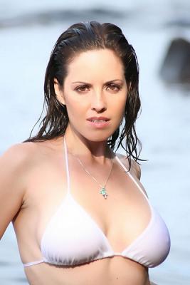 Wet hair and white bikini (X-post from r/BrigitteKingsley)