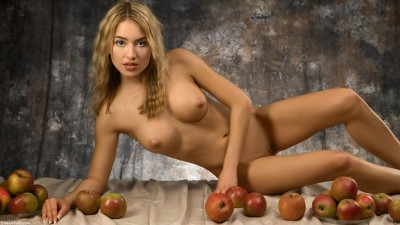 Apples and beautiful tits....