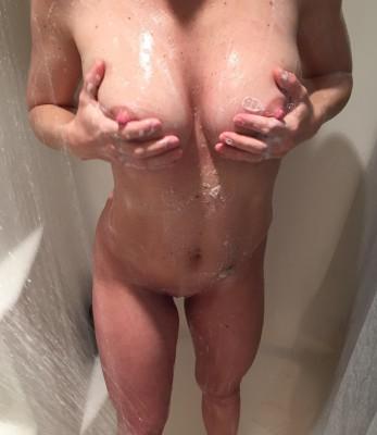 Greetings (f)rom my Hot & Wet shower
