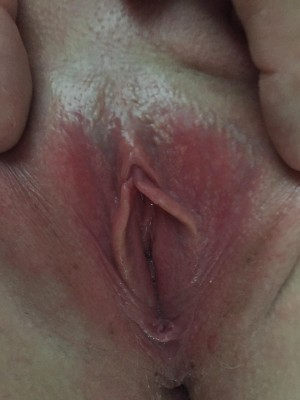 Spreading my lips (f)or you