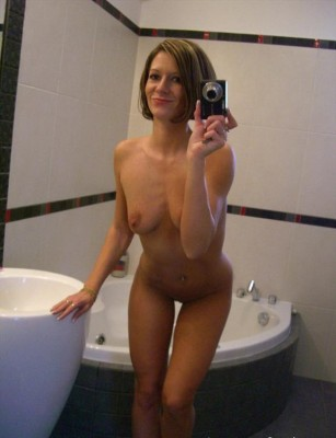 Babe in the bathroom (AIC)