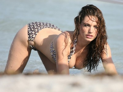 An exceptional view of Kelly Brook