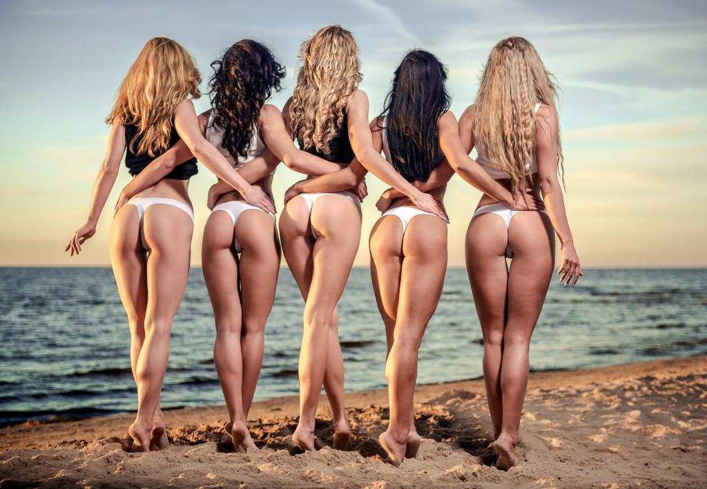 Групповуха на пляже смотреть онлайн порно