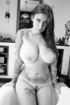 Curvy tits and tats