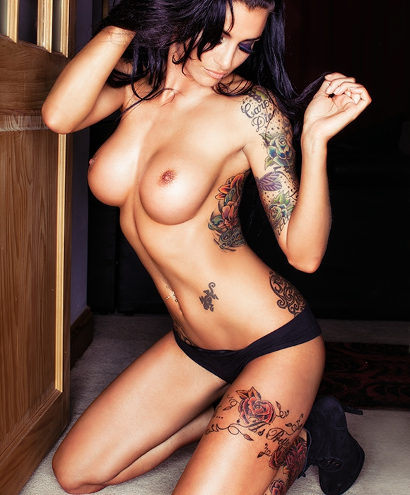 porno-foto-devushek-tatuirovannih