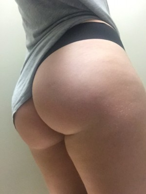 I love sneaking booty pics in the bathroom at work