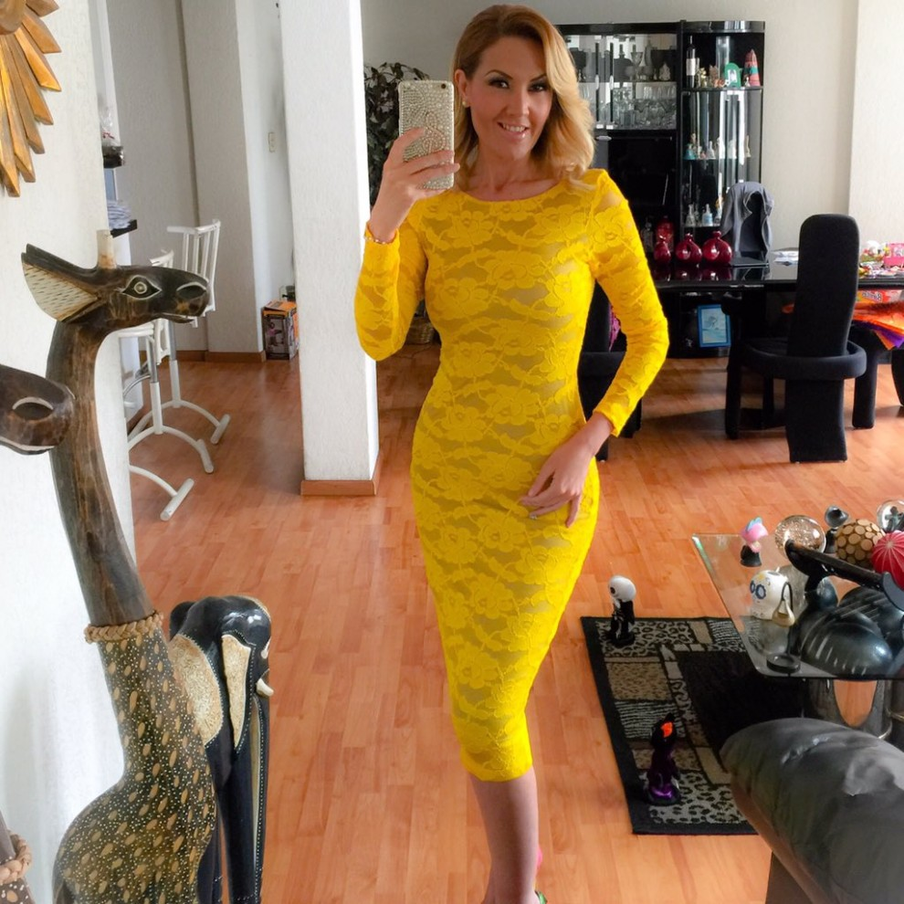 Jessica Díaz de León - Yellow midi lace dress