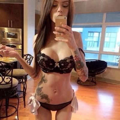 Selfshot in black lingerie