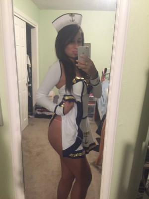 Sexy Sailor Girl (Xpost /r/GirlsWithiPhones)