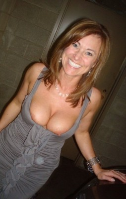 Super sexy milf. (Does anyone knows her name?)