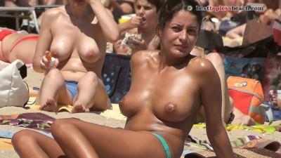 Superb brunette Topless Beach