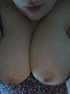 Zelda can't sleep...so here are boobs ;)
