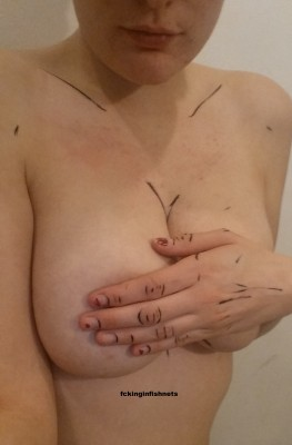 [f] Cel shaded hand bra