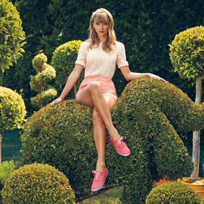taylor swift has great legs