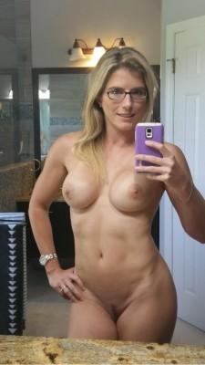 Athletic Milf Selfie