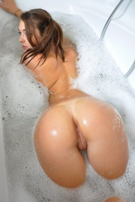 Bathing See My Wet Pussy