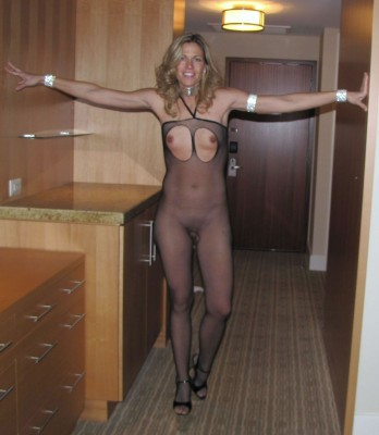 Blonde milf is a little tall for her outfit