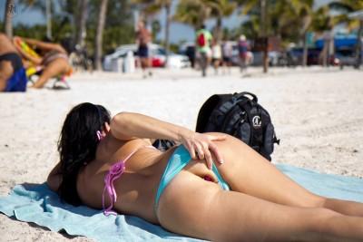 Butt plug by the beach [IMG]