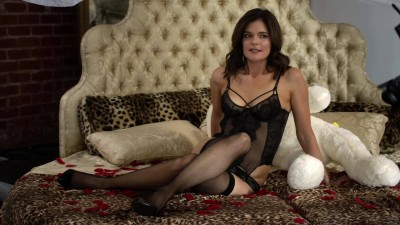 Betsy Brandt - Life in Pieces - Boudoir Photoshoot Plot