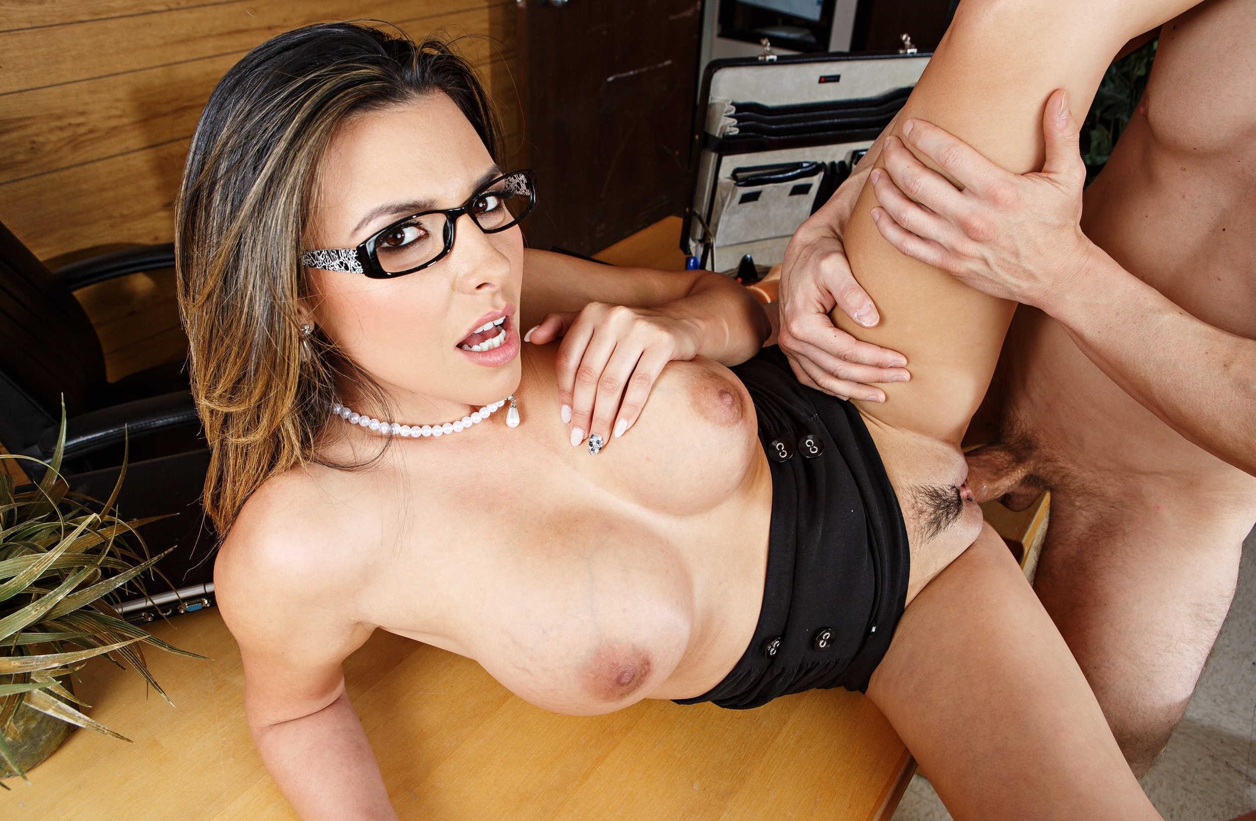 порно с очкастыми