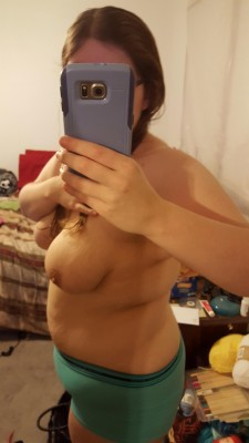 Good morning side-boob from my [f]riend! You guys and gals have any requests for her?