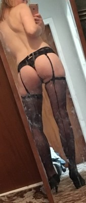 Hot ass. Filthy mirror [F]