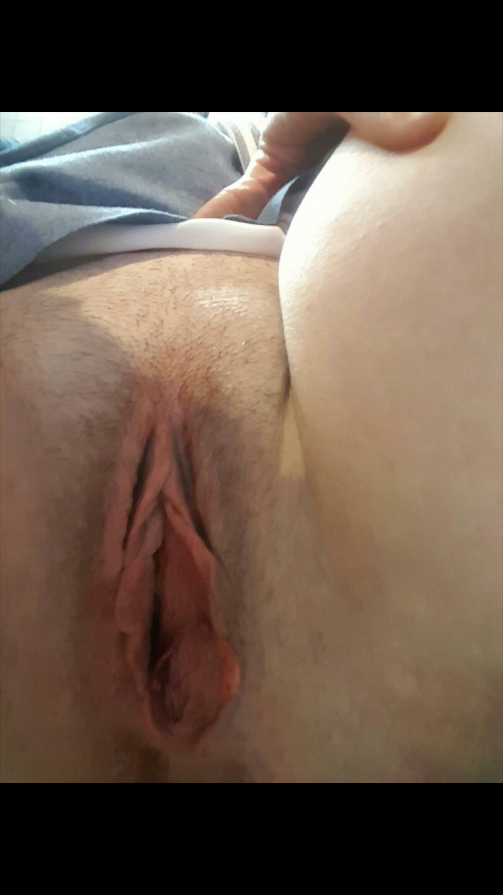 I'm still looking to find a guy to fuck in Alabama. My pussy lips need to grip a big cock. Xoxo...