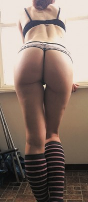 It's cold outside....who wants to warm themselves on my ass? [f]