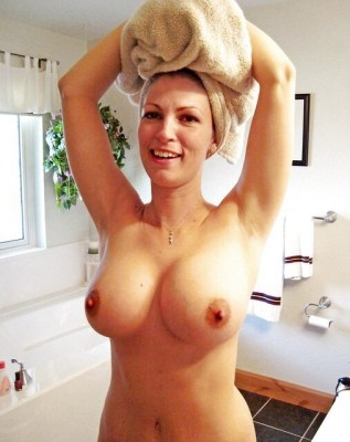 Stacked MILF doing her hair