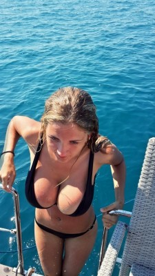The perfect girl to invite on your boat