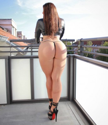 The thick ass of Miss Mia Fit