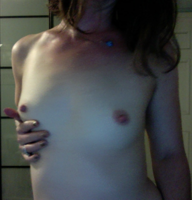Who wants to [f]eel my perky little MILF boobs? I do!