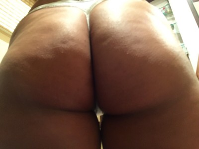 Wi[f]e's thick ass 4