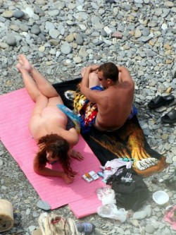 Big booty babe gets fucked at the bare beach