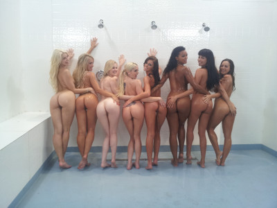 8 Girls in the Shower
